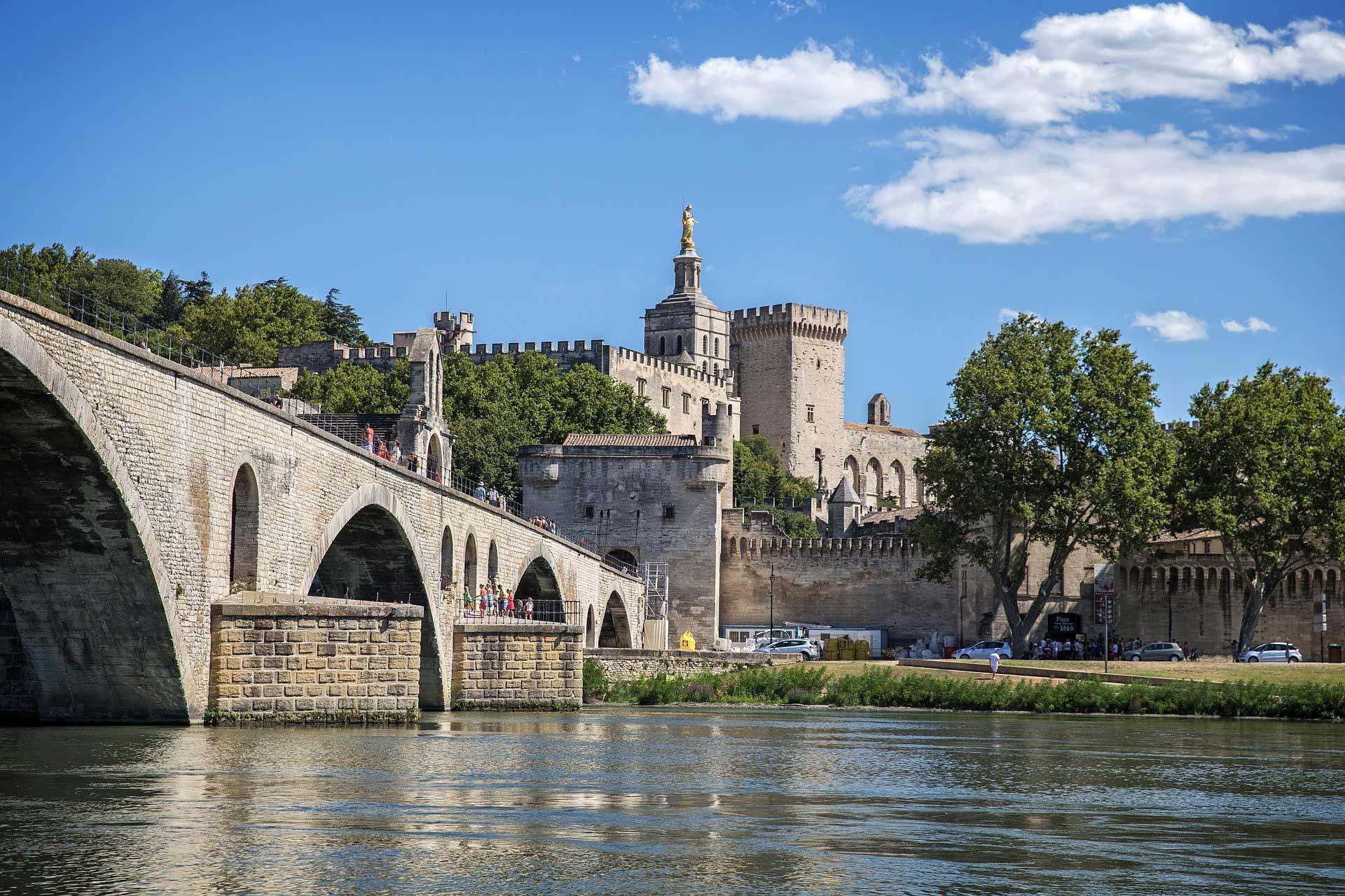 Vue sur le Palais des Papes d'Avignon