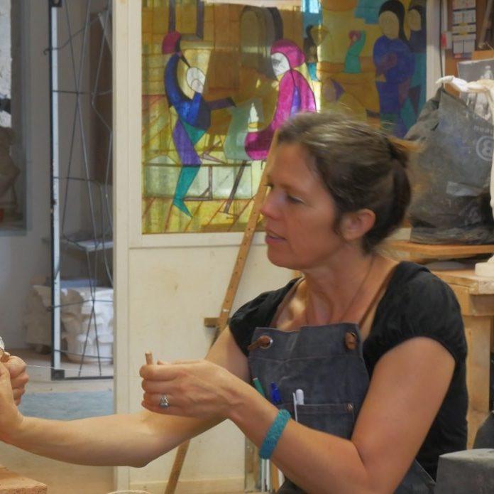 Eveline Kuhlman, formatrice en modelage et sculpture à l'Académie des Arts d'Avignon