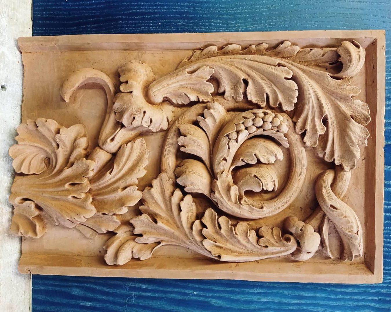 Bas-relief en argile d'après dessin d'un rinceau d'acanthes Antique