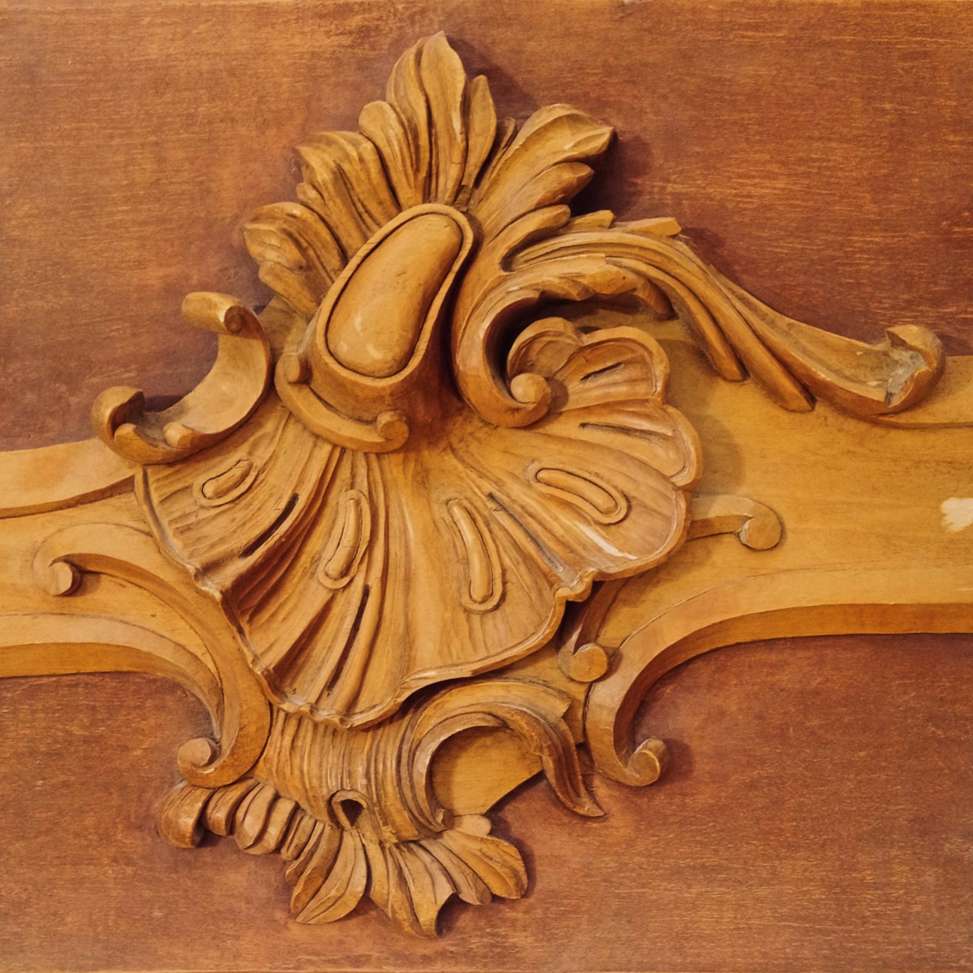 Bas-relief en bois de style Rocaille 18ème siècle