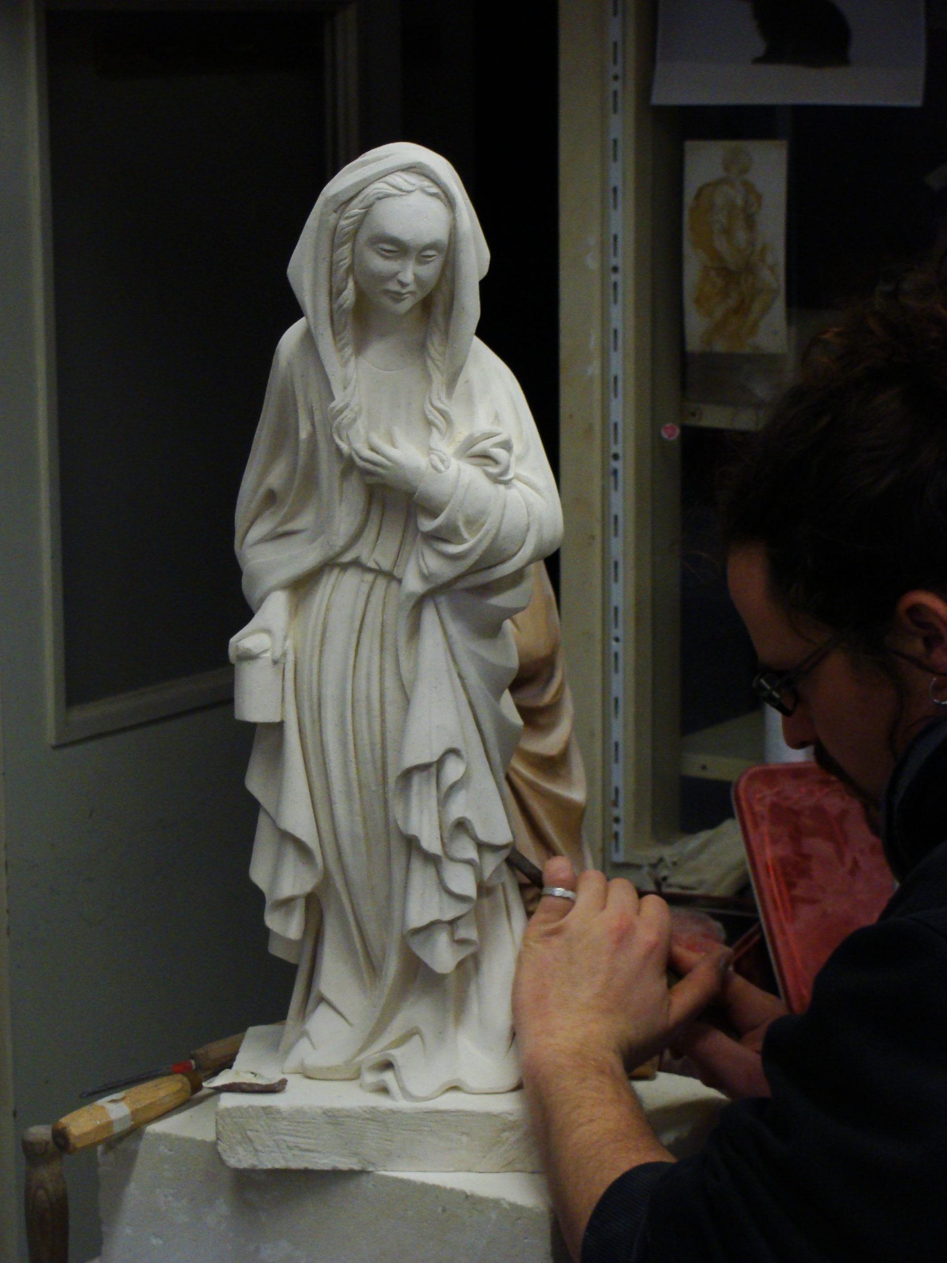 Sculpture sur pierre de Marie-Madeleine 13ème siècle