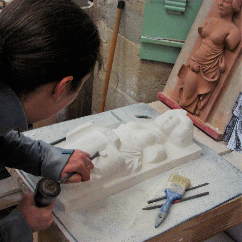 Haut-relief en pierre d'une Caryatide époque 17ème siècle