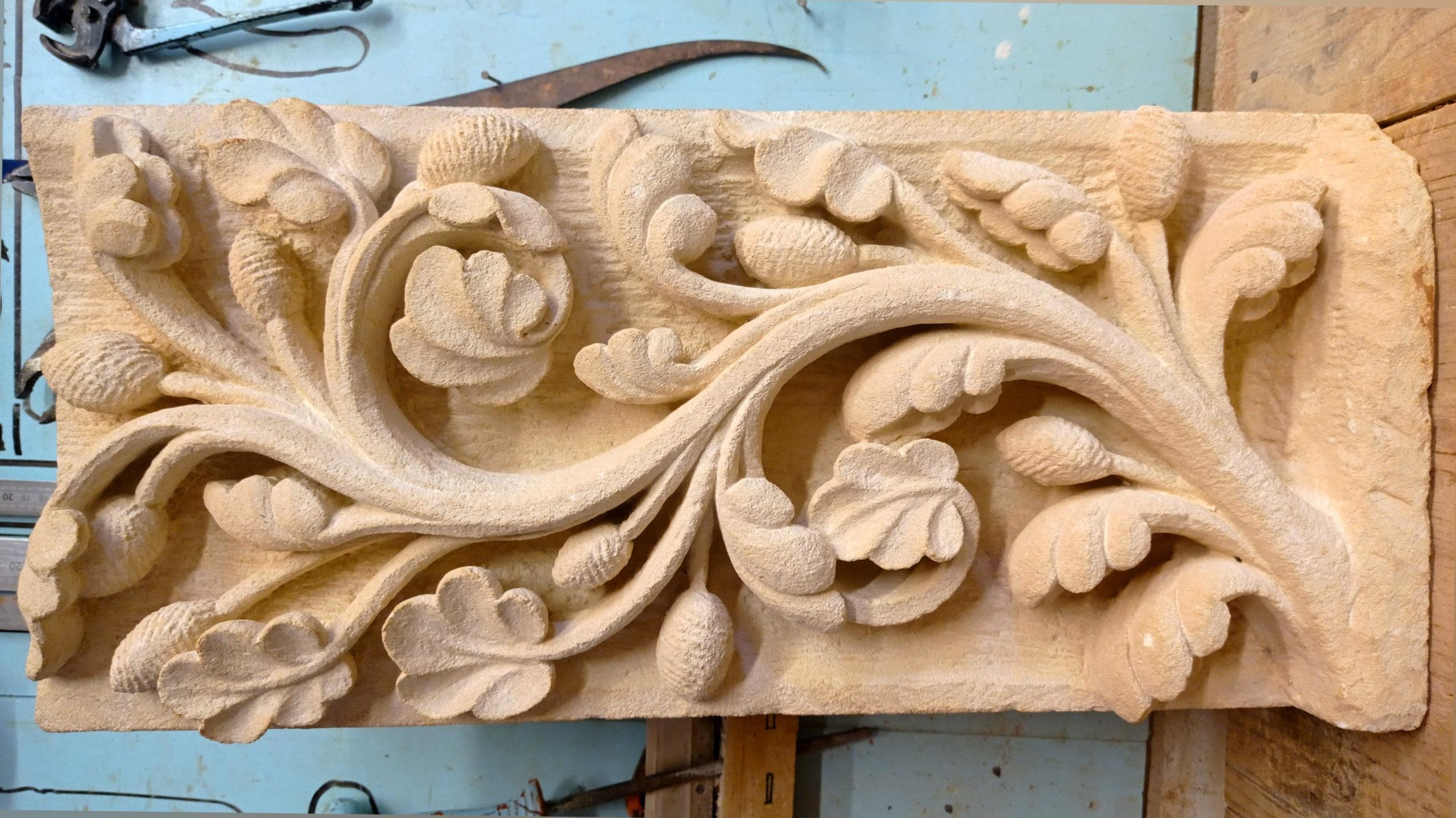 Bas-relief Gothique en pierre